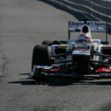 Kobayashi vuelve a boxes tras el 'shakedown' del C31