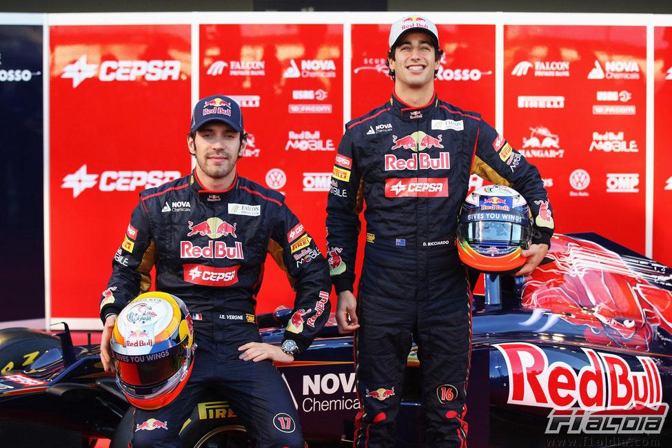 Jean-Eric Vergne y Daniel Ricciardo con sus nuevos cascos