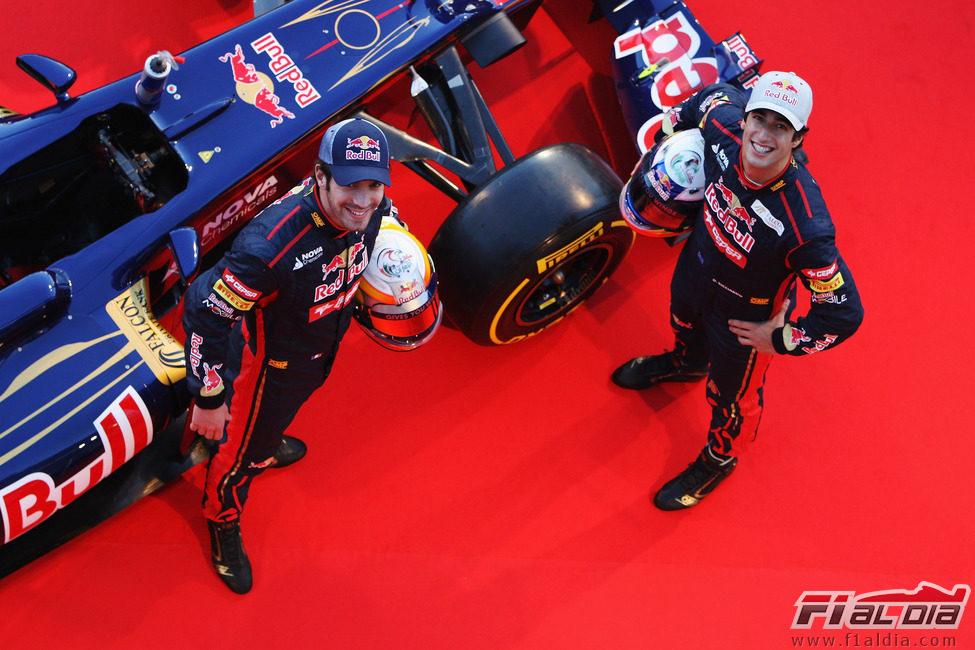 Vergne y Ricciardo miran hacia arriba