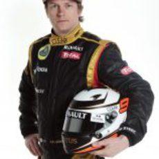 Kimi Räikkönen con su casco para 2012