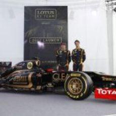Räikkönen y Grosjean con el E20 en Jerez