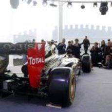 La prensa fotografía el Lotus E20