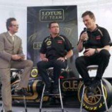 Eric Boullier y James Allen en la presentación del E20