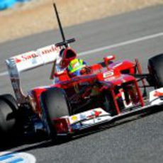 Massa rueda con el Ferrari en pista
