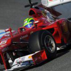 Plano cercano de Massa con el F2012
