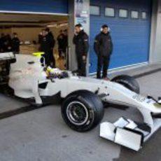 De la Rosa sale de su box en Jerez con el F111