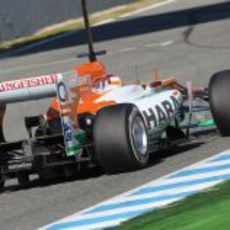 Vista del Force India de Paul di Resta desde atrás