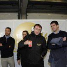Saúl Ruiz de Marcos con una Coca-Cola en el box de Jerez