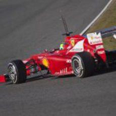 Felipe Massa en plena curva con el Ferrari