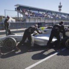 De la Rosa vuelve a boxes con el F111