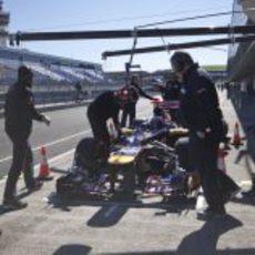 Parada en boxes para Daniel Ricciardo