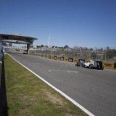 De la Rosa en la recta del circuito de Jerez