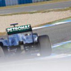 El Mercedes W02 en la pista de Jerez
