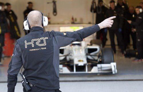 Pedro sale del box de HRT en Jerez