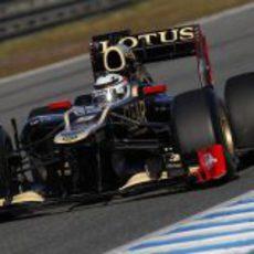 Kimi Räikkönen con el Lotus E20 en Jerez