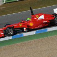 Massa rueda con el F2012 en la pista de Jerez