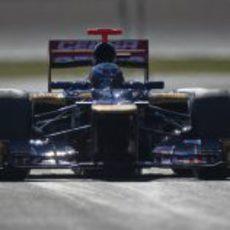 Daniel Ricciardo de frente con el Toro Rosso