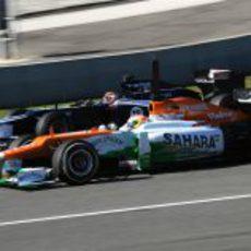 Maldonado y Di Resta rueda a rueda en Jerez
