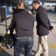Nira Juanco junto a los reporteros de Antena 3 en Jerez