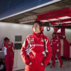 Los ingenieros de Ferrari trabajando en Jerez