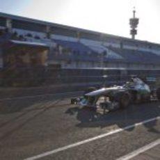 Nico Rosberg sale a pista el jueves con el Mercedes