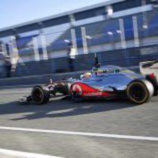 Lewis Hamilton sale a pista con el MP4-27