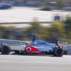 Hamilton rueda con el McLaren en la pista de Jerez