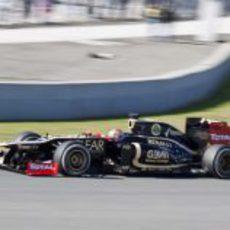 Romain Grosjean se estrena con el Lotus E20