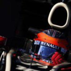 Detalle de Romain Grosjean en el Lotus E20