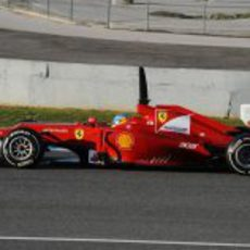Fernando Alonso sobre la pista de Jerez