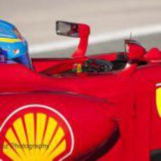 Fernando Alonso pilotando el Ferrari en Jerez