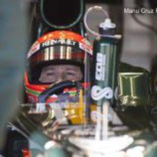 Jarno Trulli sentado en el Caterham en Jerez