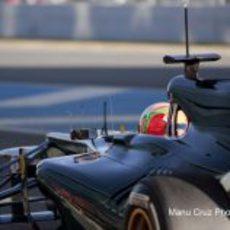 Jarno Trulli sale a pista con el Caterham CT01