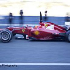 Fernando Alonso sale a pista con el Ferrari F2012 en Jerez