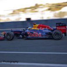Sebastian Vettel sale a pista con el RB8 en Jerez