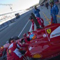 Alonso vuelve a boxes en su F2012