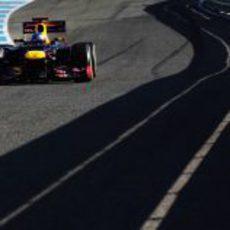 El Red Bull de Vettel en plena acción en Jerez