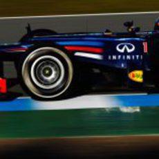 Vettel rueda con el RB8