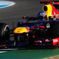 Plano cercano del Red Bull RB8 en Jerez