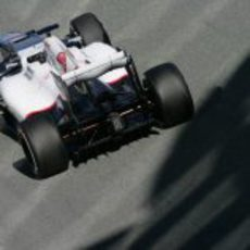 Vista desde atrás el Sauber C31 de Kobayashi