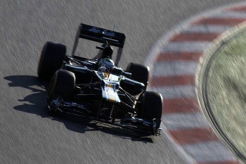 Heikki Kovalainen rueda en Montmeló con el CT01