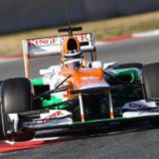 Nico Hülkenberg rueda en los test de Montmeló