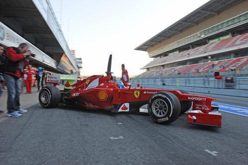 Alonso sale a pista en los test de Barcelona