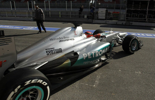Schumacher sale a pista con el Mercedes W03