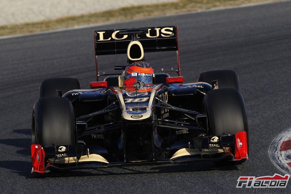 Romain Grosjean con el Lotus en Barcelona