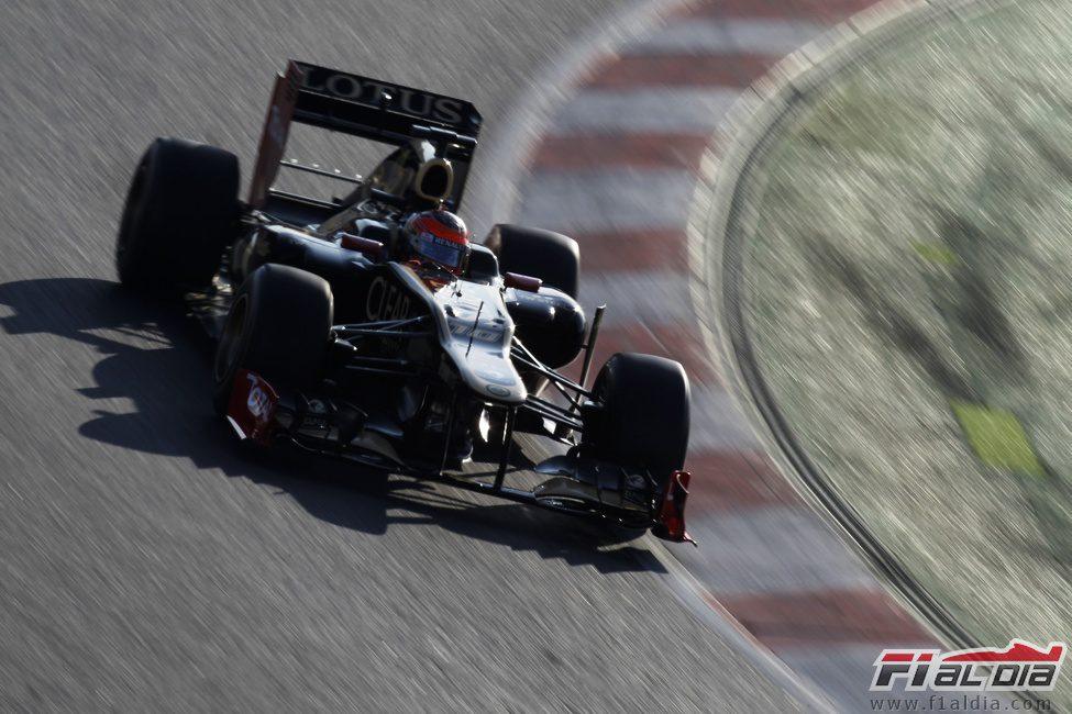 Grosjean rueda en los test de Barcelona con el Lotus