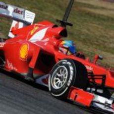 Alonso al volante del Ferrari en Barcelona