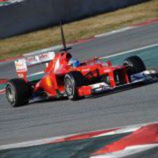 Alonso y el Ferrari F2012 sobre el asfalto del Circuit