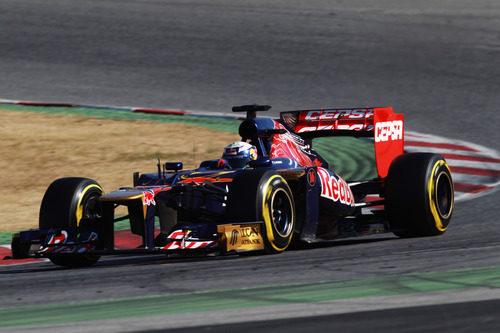 Ricciardo con el Toro Rosso en los test de Barcelona