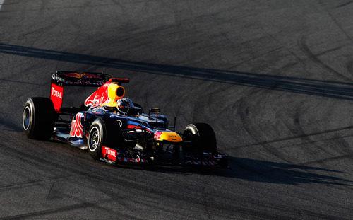 Vettel a los mandos del RB8 en los test de Barcelona